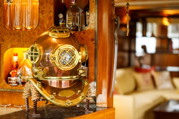 The free Ship's bar on board La Reine Pedauque