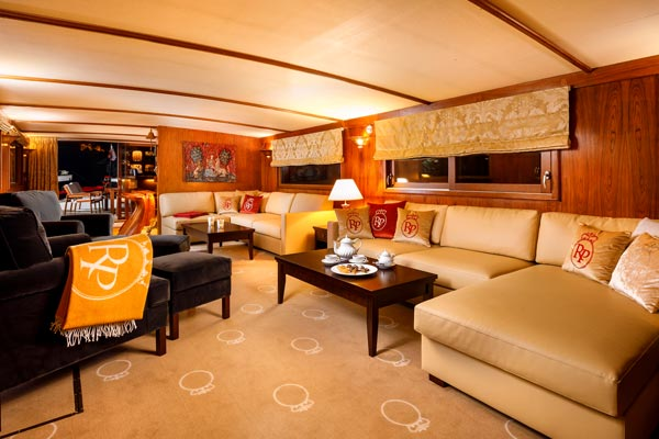The Salon and Lounge on board La Reine Pedauque