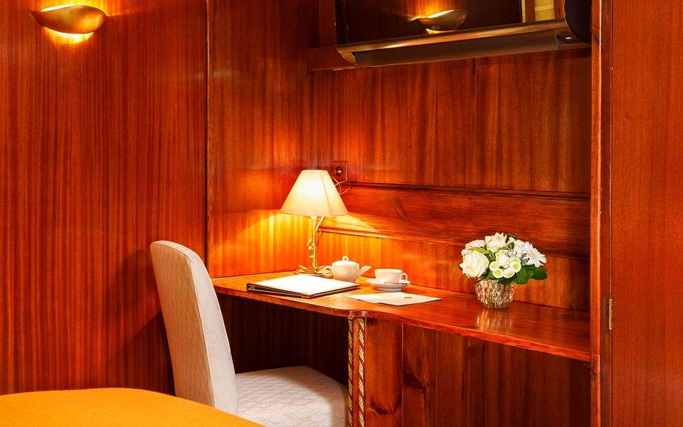 View of the Commodore Suite on board La Reine Pedauque