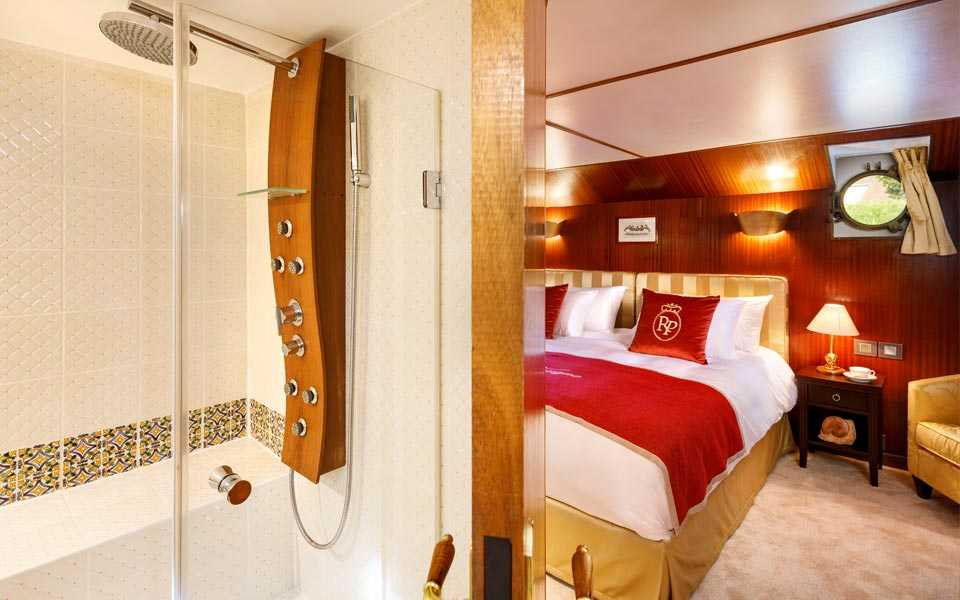 Bathroom of the Imperial Suite on board La Reine Pedauque