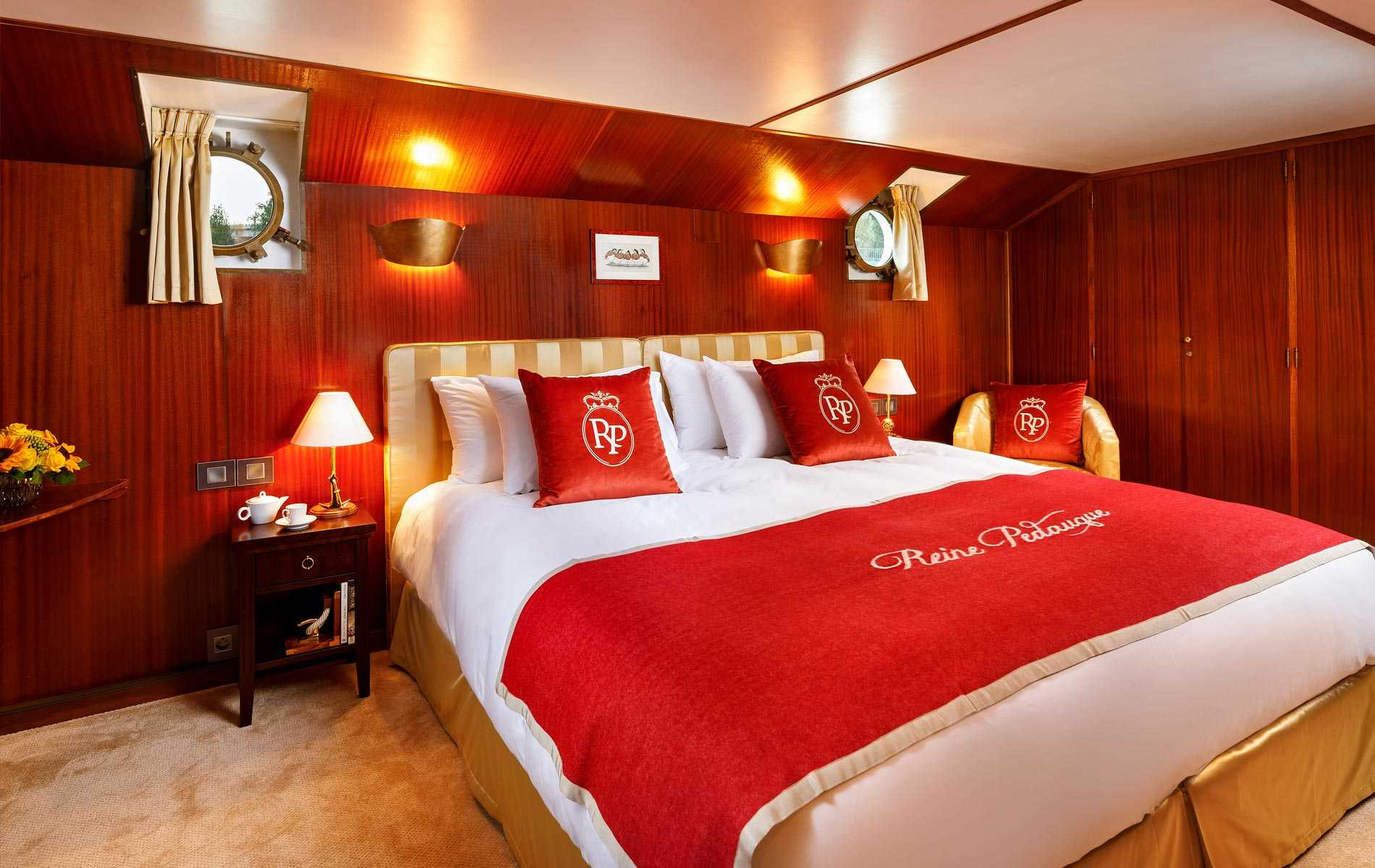 The Imperial Suite on board La Reine Pedauque