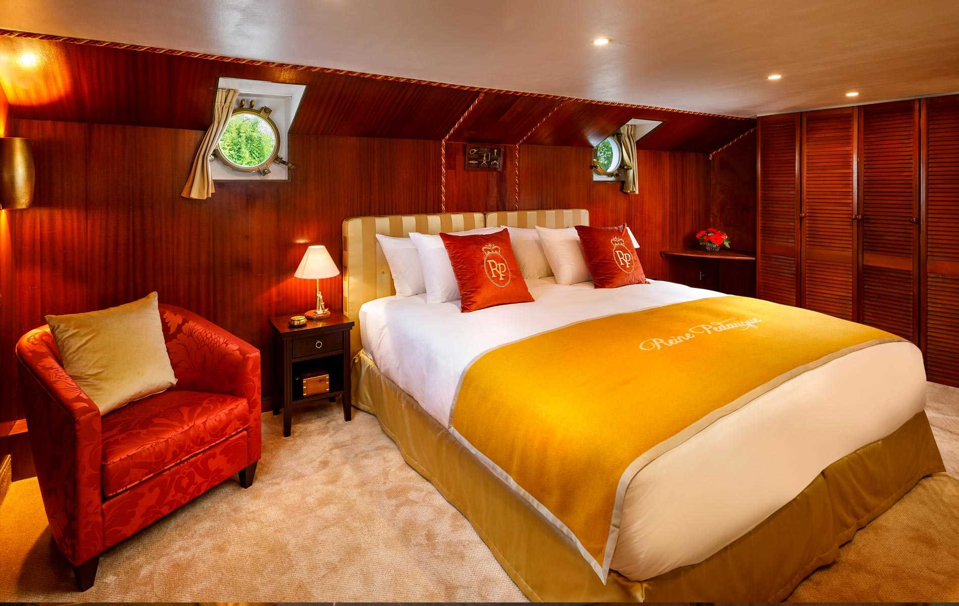 The Royal Suite no 1 on board La Reine Pedauque